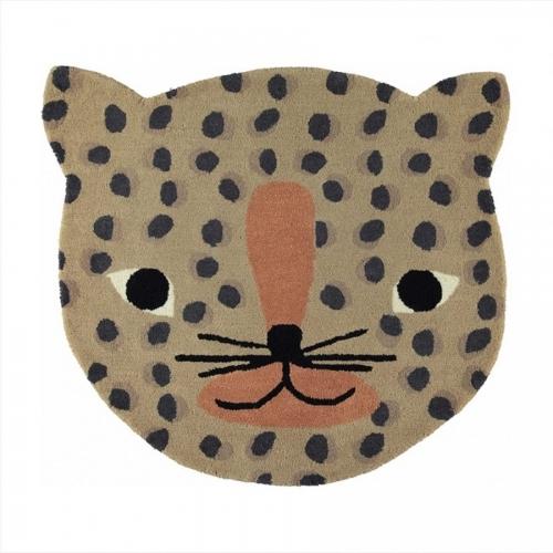 alfombra de lana con forma de leopardo